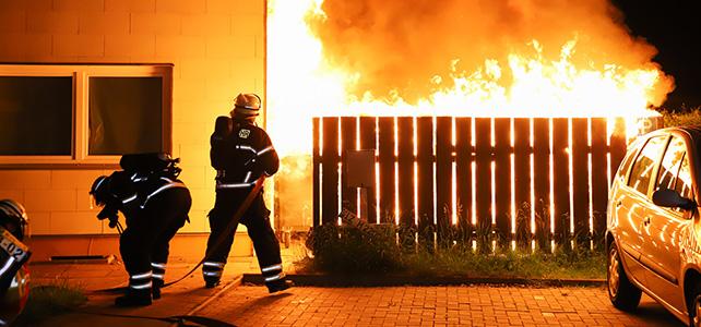 Brandserie hält Itzehoer Feuerwehr in Atem